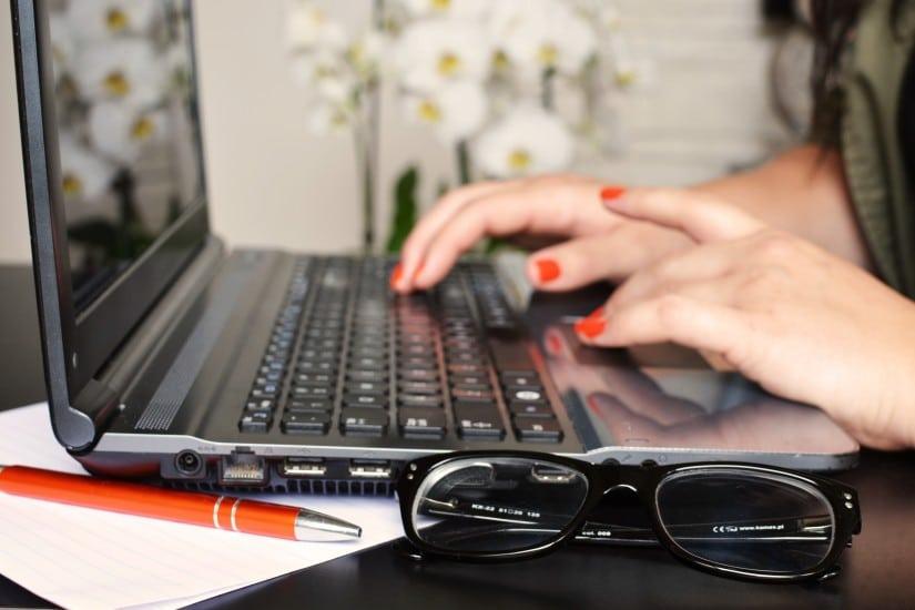 Mujer trabajadora: La fuerza que mueve el social media