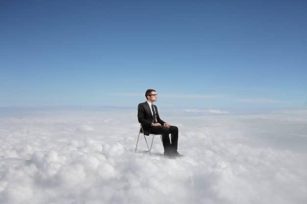 Mandamiento #1: PIENSA EN GRANDE en las nubes, pero define en tierra