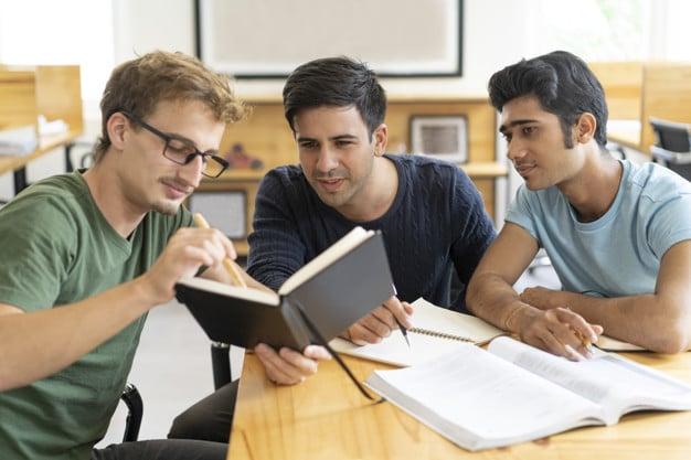 Estudiantes de Administración de Empresas.