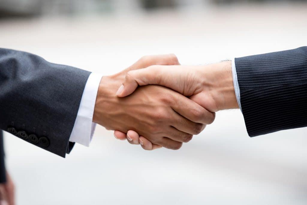 Tener asociaciones clave sirve para reducir riesgos, adquirir recursos y optimizar el modelo de negocio