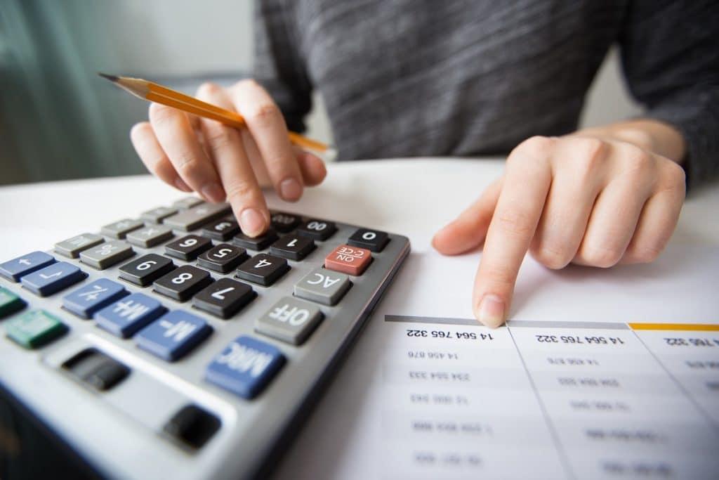Para conocer cuál es el flujo de caja, lo ideal es restar los gastos a los ingresos