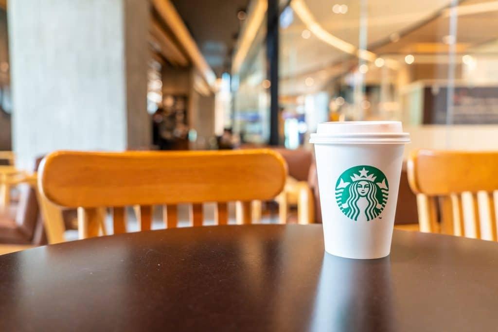 Starbucks, la compañía de café más grande del mundo, con presencia en más de 65 países.