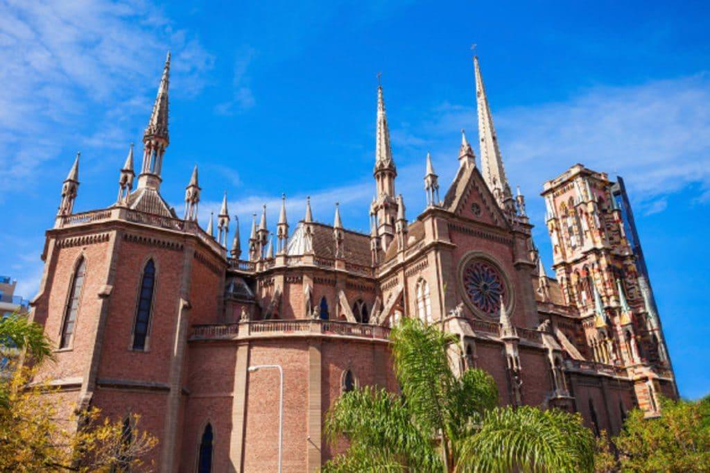 Invierte en negocios rentables en Córdoba una ciudad caracterizada por hermosos monumentos, bellos paisajes , gastronomía diversa y una economía en pleno auge.