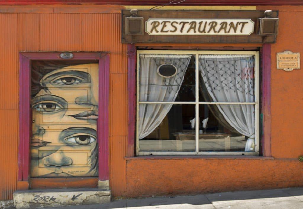 Uno de los negocios rentables en Valparaíso son los restaurantes y los locales de comida